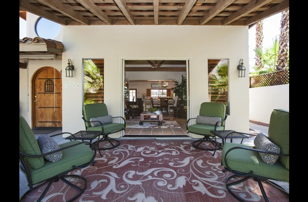 Front courtyard - outdoor living room